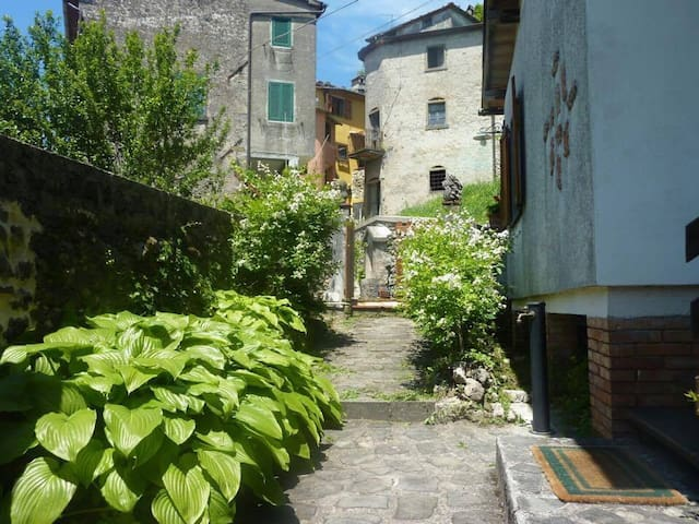 Tuscan Village Home - Relax and Have an Adventure - Bagni di Lucca