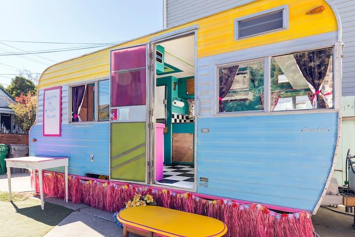 Vintage Caravan ~ Urban Glamping! - Oakland - Camper