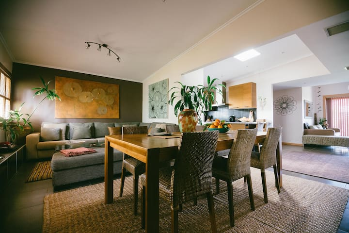 Room, Breakfast & Dinner - Glengowrie