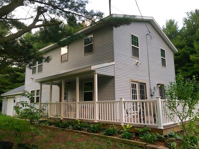 Grand Garden Lake House - Montague