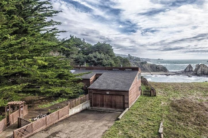 Oceanfront Home & Private Beach - Gualala - Casa