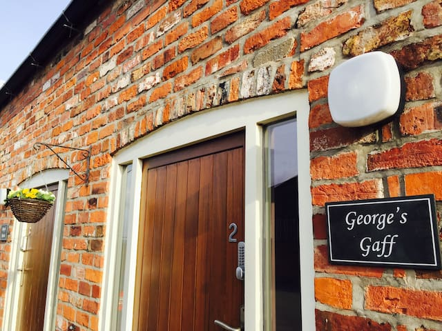George's Gaff, 2 Grange Farm Cottages, Wressle - Wressle - Hus