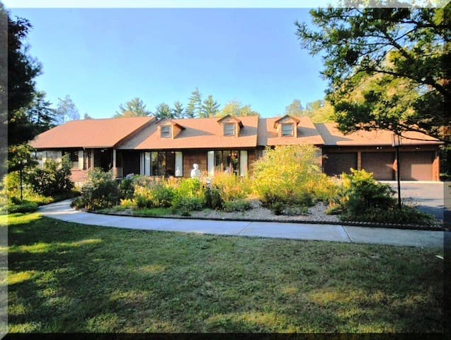 Spacious Ranch House surrounded by forest. - Andover - Maison