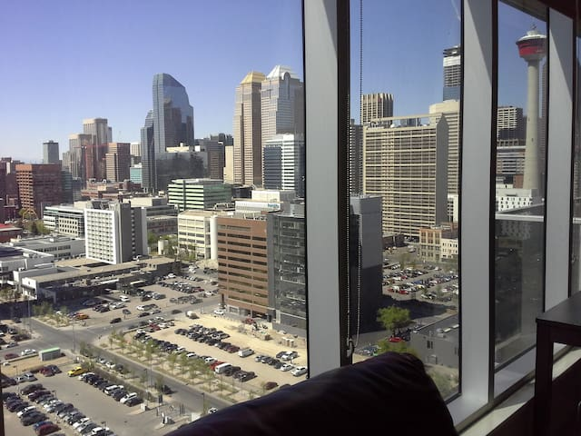 Downtown - Large Private Bed & Private Bathroom - Calgary - Leilighet