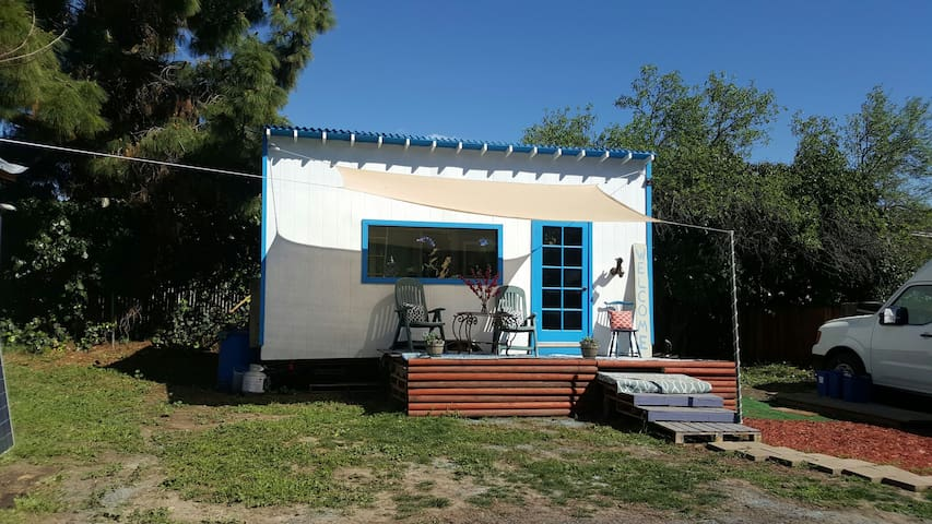Tiny House for a Tiny Budget - Fremont - Huis