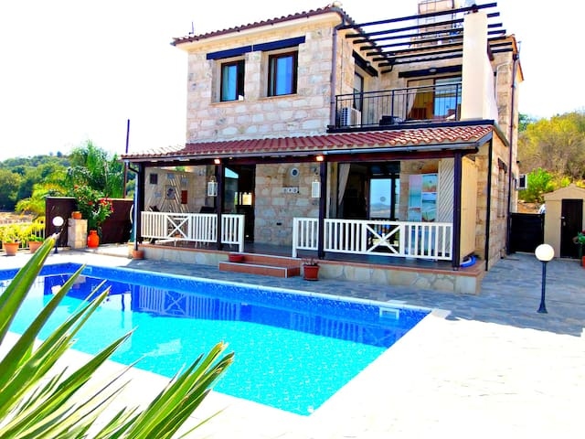 3 Bed Villa - Private Pool - Sea & Mountain Views - Stroumpi