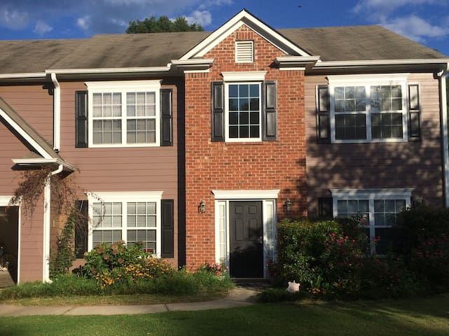 Spacious ATL Home Away from Home Special price Apr - Fairburn - Hus