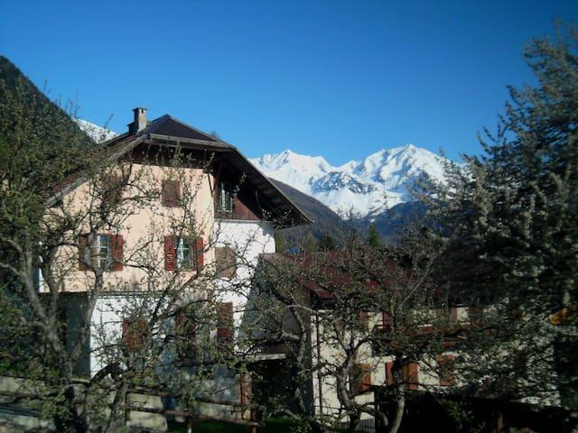 La casa del melo antico.Stanza privata accogliente - Ossana - Ev