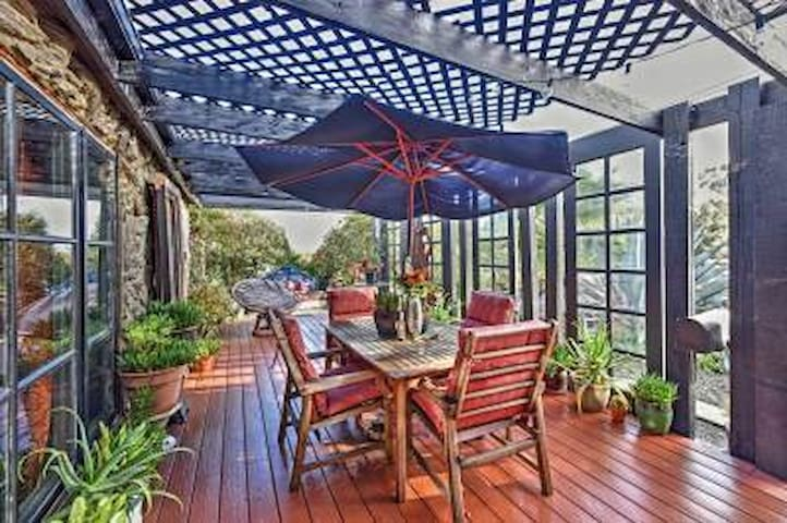 Eclectic 2BR Benicia House w/Mtn Views - Benicia - Huis