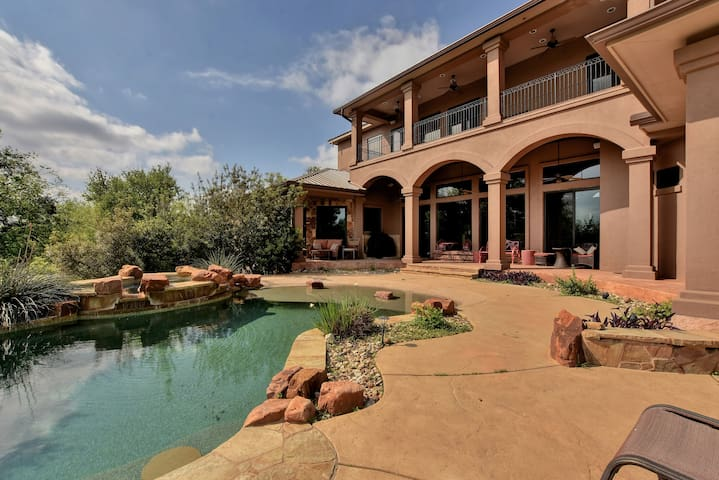 Luxury Waterfront Home - Spicewood - Dom