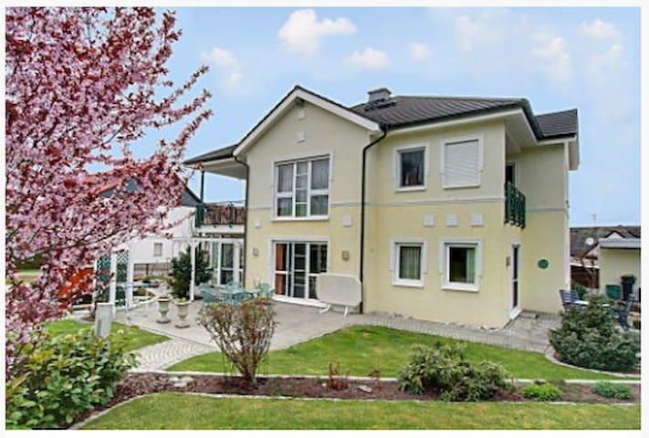Traumhafte Villa im Grünen - Marburg - Appartement