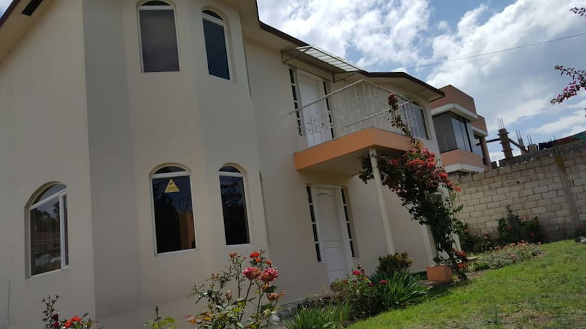 BEAUTIFUL FAMILY HOME IN PUEMBO /ECUADOR - Puembo - Casa