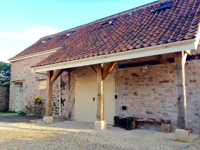 Fab converted Barn, walk to pub, close to Wells - Dinder