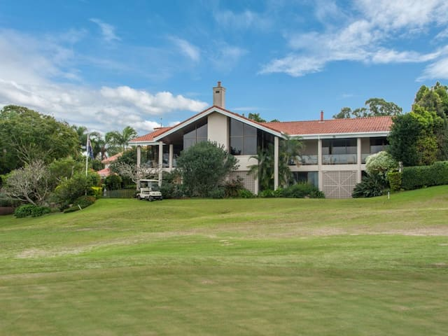 Stunning Golf Course Views - Indooroopilly - Casa