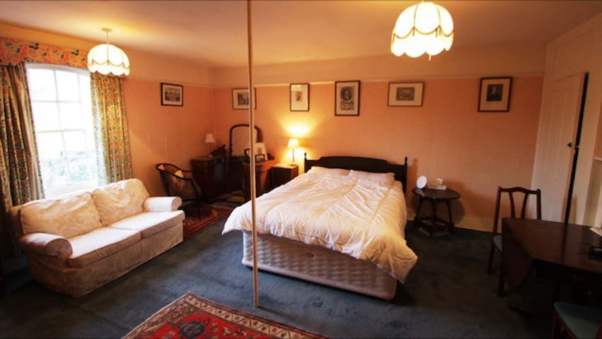 PERIOD HOUSE QUIET LOCATION - Gillingham - Hus