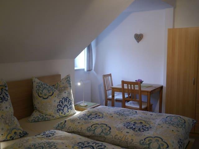 Ferienwohnung mit Bergblick - Sehmatal - Lägenhet