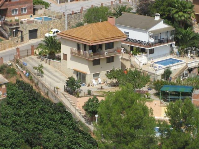 Chalet con piscina, vacaciones cerca de Barcelona - Corbera de Llobregat - Vila