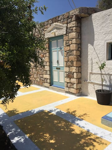 Bright cozy house by the sea - Patmos - Rumah