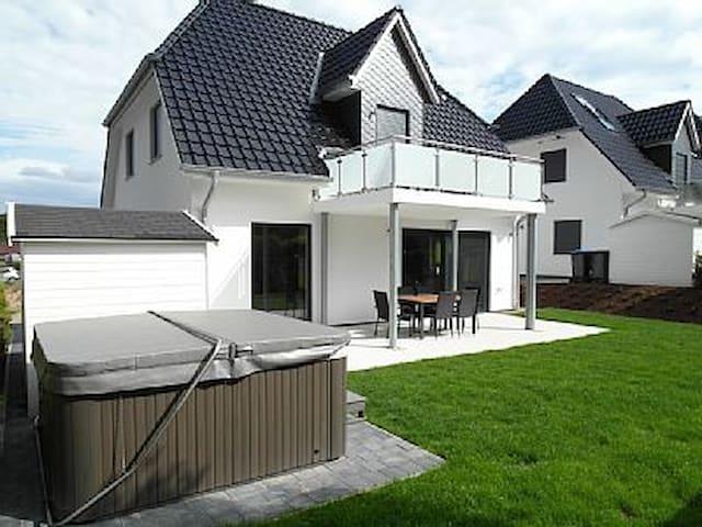 Villa Sonnensee am Fleesensee - Göhren-Lebbin - Huis