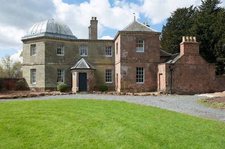Elegant Georgian Lakeside Mansion in 500 acre Park - Coventry - Hus