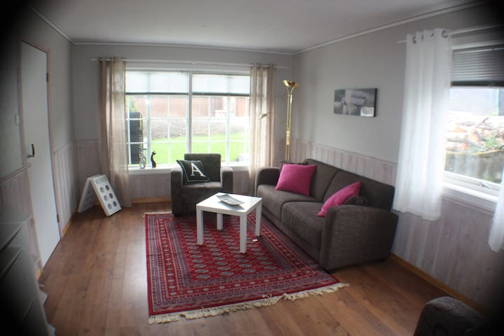 Cozy apartment, close to the fjord. - Vatne - Daire