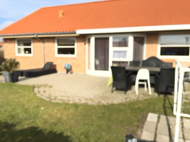 New house, with nice garden, very close to the sea - Jyllinge - Rumah