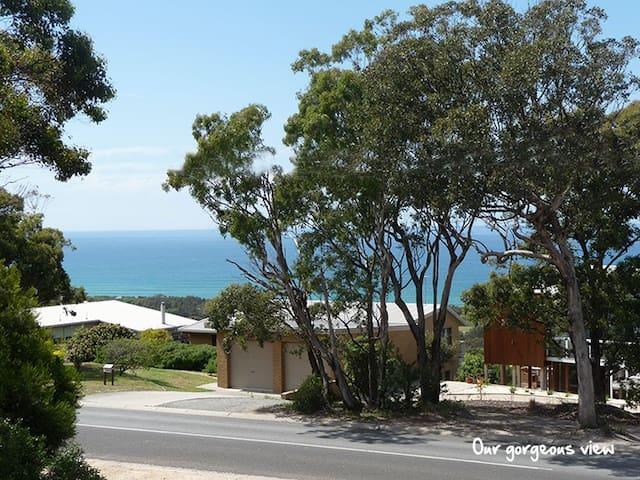 Lovely Ocean View Bass Strait B & B - Lakes Entrance - Bed & Breakfast