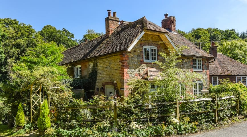 Dble bed in beautiful quiet forest setting +stream - West Lavington, Midhurst - Casa