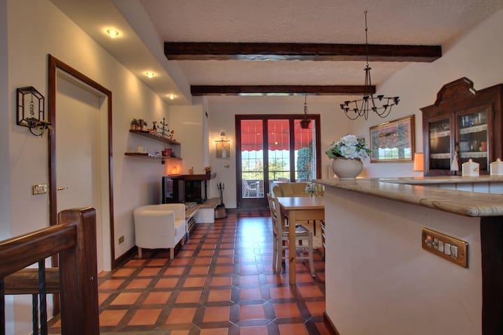 Graziosa villa LagoVarese/Maggiore  - Varese - Ev