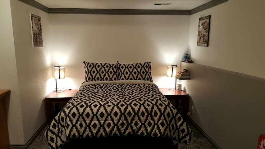 Spacious Bedroom with Amenities - Coeur d'Alene