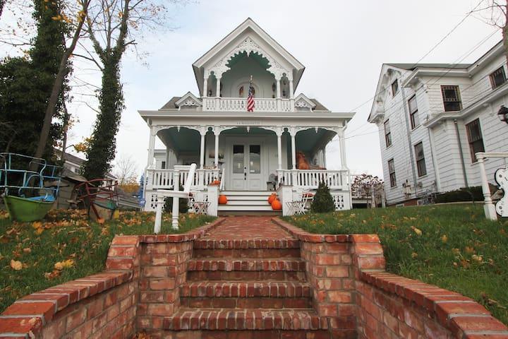 Historic WHOLE FLR APT SAG HARBOR - Sag Harbor - Appartement