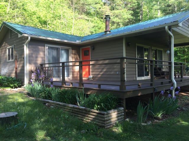 Wildflower Cottage - Burnsville