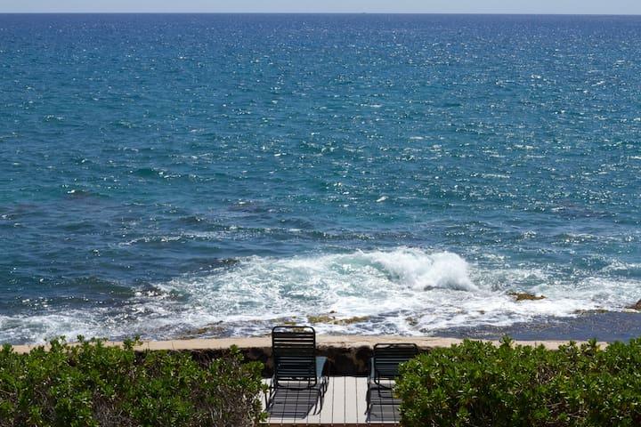 Oceanfront Makaha 5 BR/3.5BA  House - Waianae