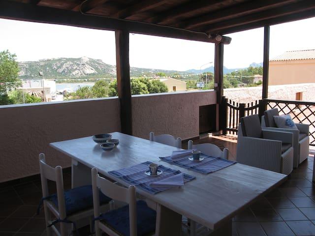Casa di Francesco,appartamento spazioso, 2 terrazz - Cannigione - 公寓
