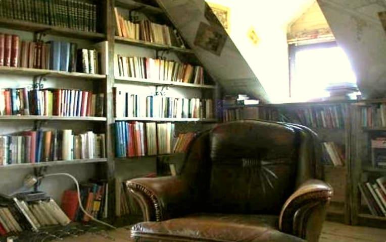B&B - Polana Postołowo Library Room - Kamierowskie Piece - Гестхаус