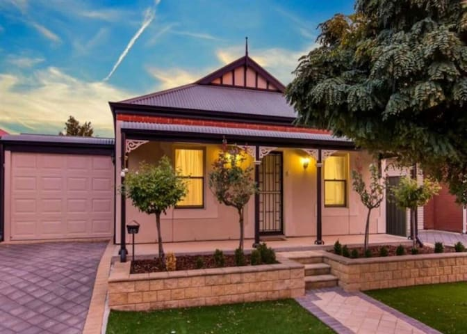 Mawson Lakes 2 bed cottage. - Mawson Lakes - Casa