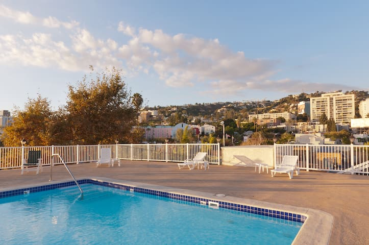 West Hollywood Studio with Rooftop Pool!!! - West Hollywood - Apartament