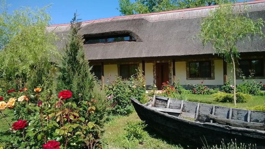 Rustic house and boat trips in Danube Delta - Murighiol - Rumah Tamu