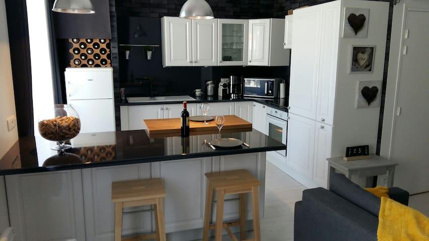 Appartement atypique en centre ville - Granville - Apartmen
