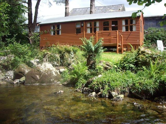 Colwyn Lodge set by the river - Beddgelert - Kabin