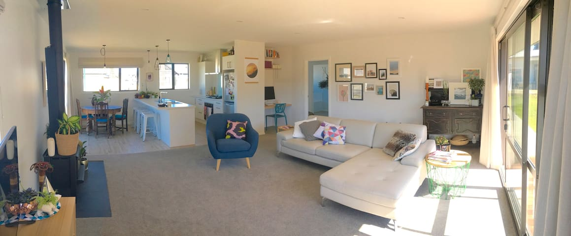 Sunny, modern room - Sherwin Towers. - Albert Town - Casa