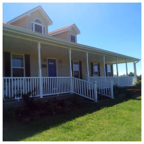 Spacious Lakeview Country Home East Room - Trimble - Huis