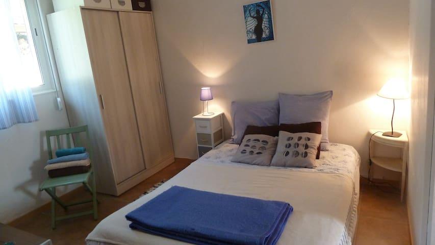 La chambre marine douche et toilettes privées - Frontignan - Huis