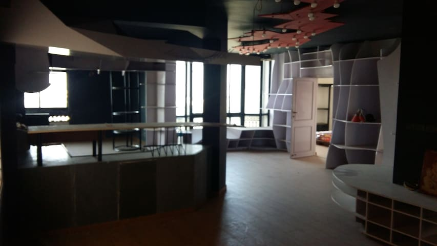 Private Room Contemporary space Location WOW - Ahmedabad - Departamento