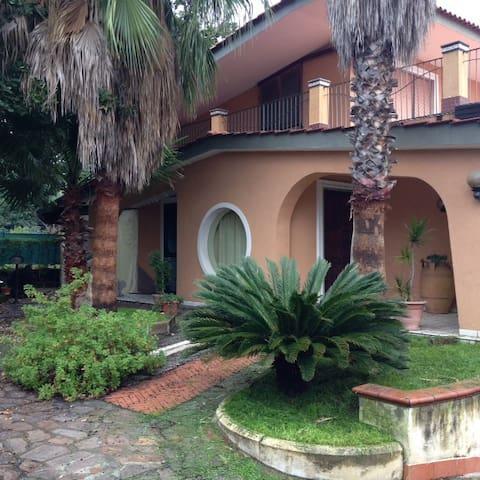 Pompei - Vesuvio elegant villa - garden/vineyard - Terzigno - Villa