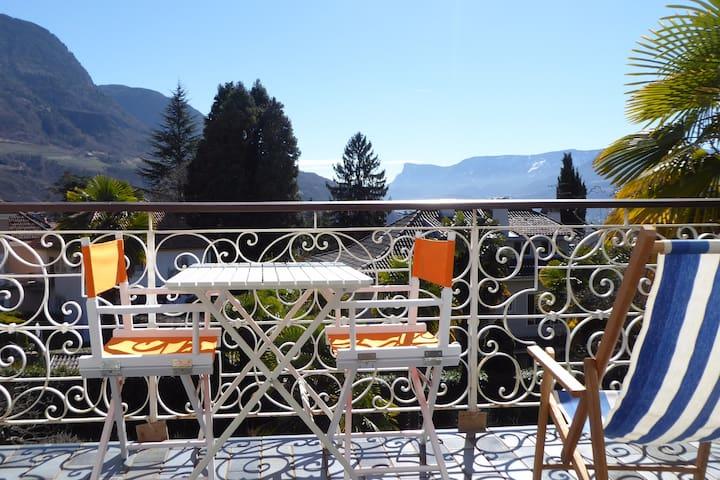 Traumpanorama-Studio m. Balkon in stilvoller Villa - Merano - Lägenhet