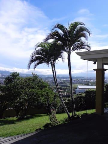 Central Valley Views - San José - Bed & Breakfast