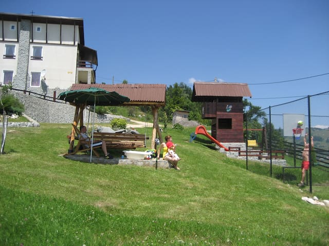 Mountain cottage in a natural park - Moieciu, Sat Pestera - Bed & Breakfast
