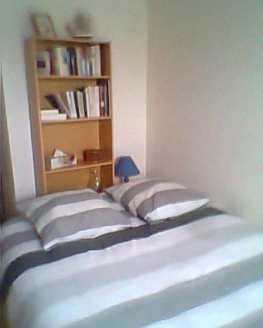 Chambre d'environ 12 m² - Chemillé-Melay - Wohnung
