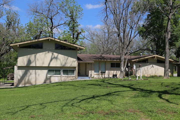 HOME ON 5 MILE PRIVATE STRETCH OF GUADALUPE RIVER - Seguin